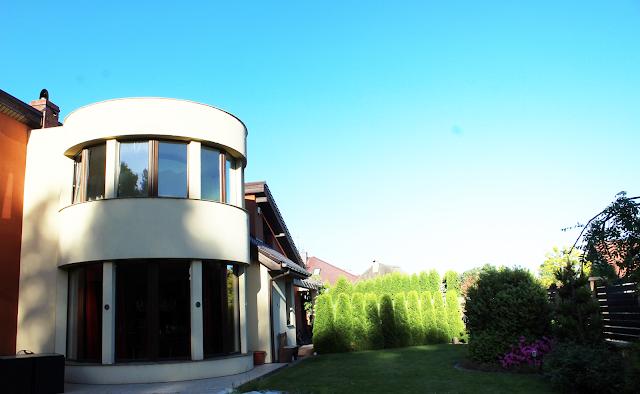 koło w domu,indywidualny projekt domu,nowoczesny budynek szczecin,designerski dom,piękna elewacja,wymarzony ogród szczecin,jak urządzic ogród
