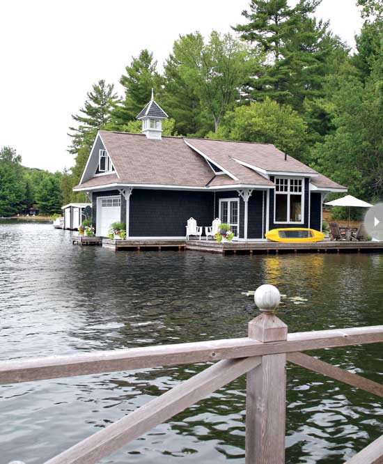 Small boathouse with big cottage charm nbaynadamas for Small lake homes