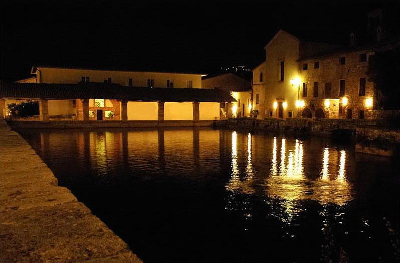 Bagno vignoni e i castelli della val d 39 orcia itinerari for Pediluvio piscina