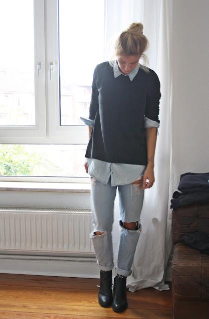 Boots, Boyfriendjeans, Pulli und Jeanshemd. Layering-Look von Bloggerin Fleur et Fatale.