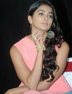 Actress Pooja Hegde Pictures in Short Dress at Oka Laila Kosam Prerelease Press Meet  4.jpg