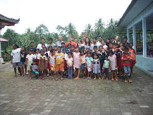 MAY 2011: The first Student Team and children at the Orphanage.