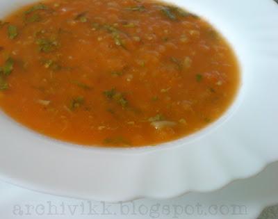 Рецепт приготовления супа из томатов, с чесноком и гренками.