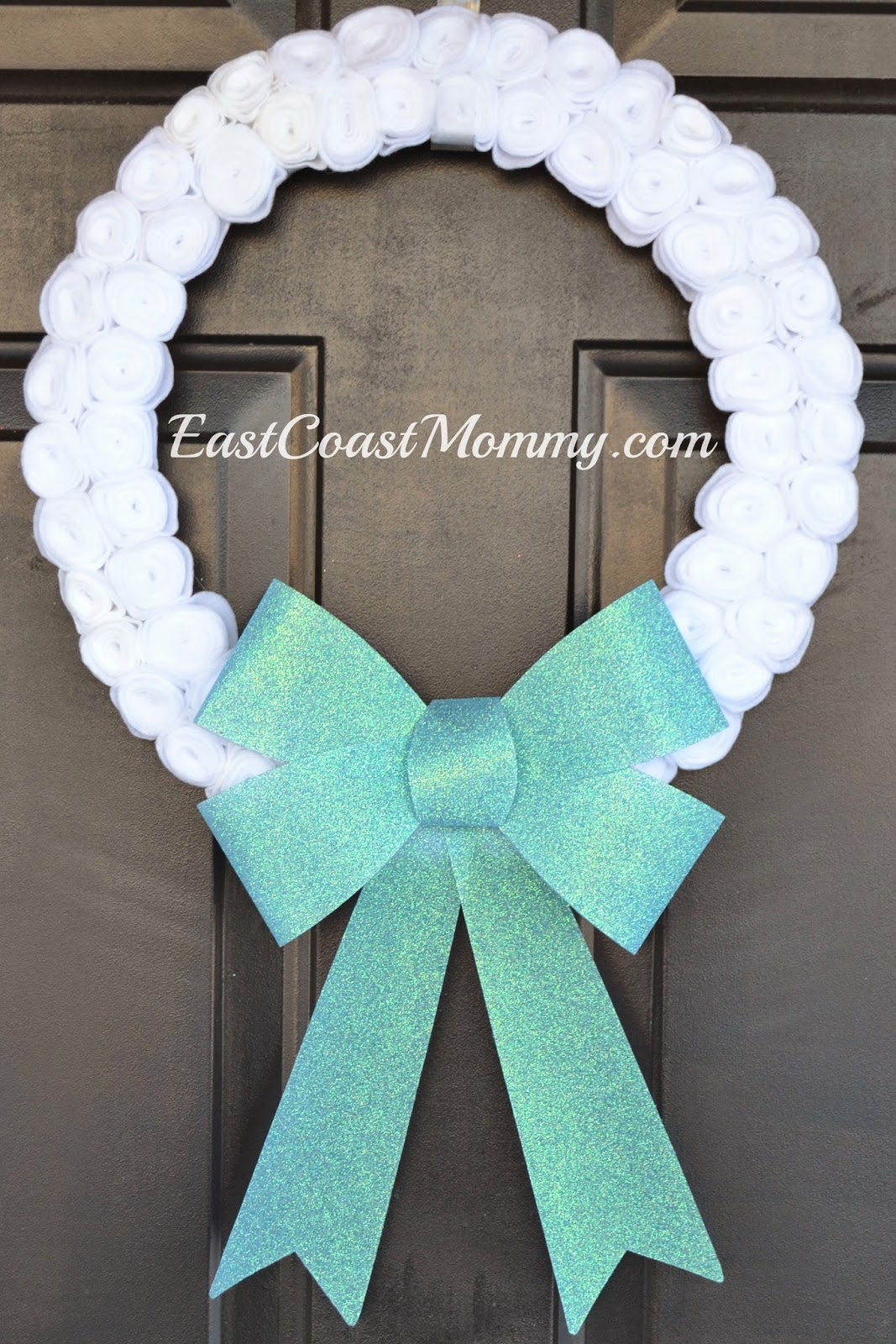Diy winter wreaths for front door -  Christmas Wreath And I Try To Come Up With A Pretty Diy Winter Wreath To Replace It Today I Hung This Elegant Felt Wreath On My Front Door