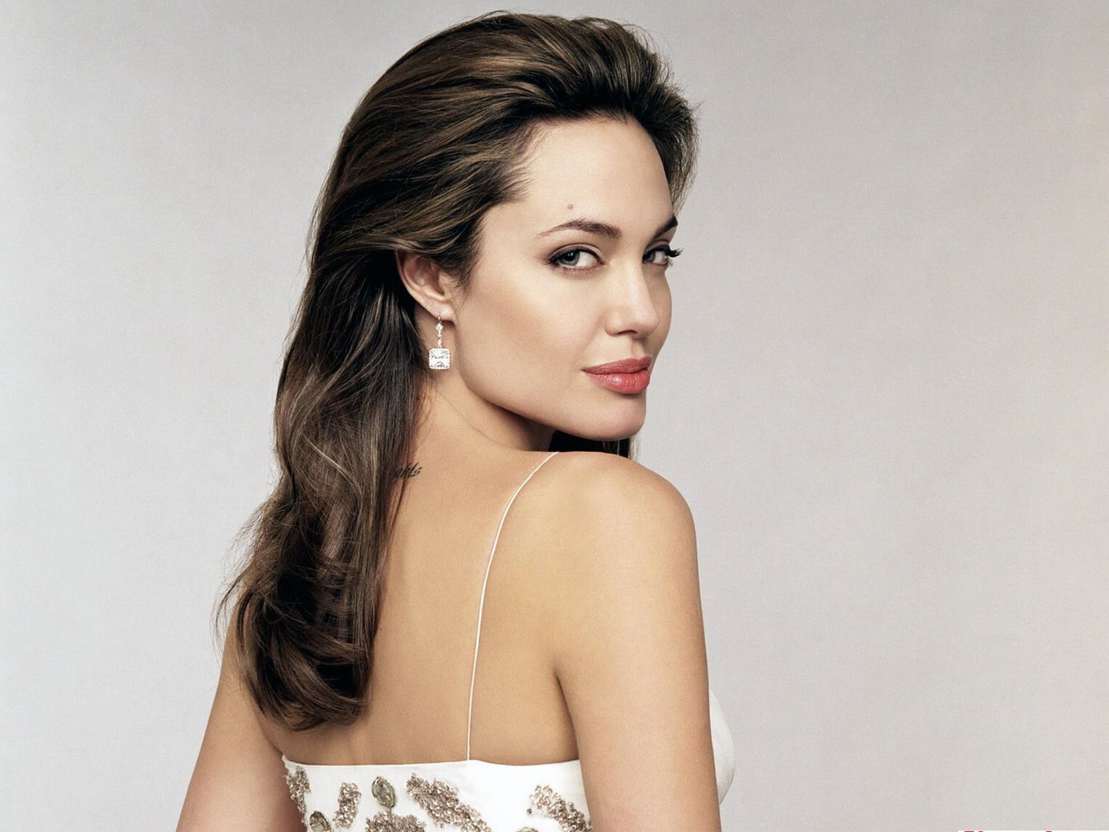 http://3.bp.blogspot.com/-tPn-pdymqv8/TxmEYTjUJgI/AAAAAAAABZs/uQ1Z1_bn10E/s1600/Angelina-Jolie-Wallpapers-Widescreen-2.jpg