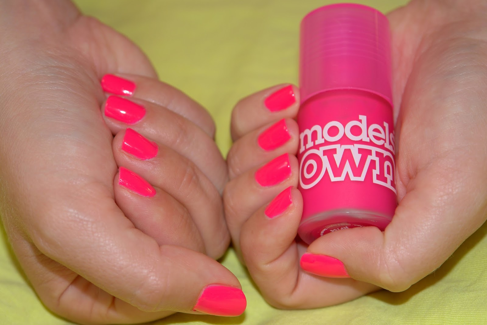 NAILS: neon bubblegum, ModelsOWN, nail polish, nails, neon, NOTD, pink, Models OWN Bubblegum, Ice Neon collection, blogger, beauty, swatches