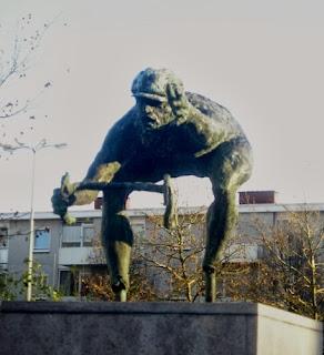 Памятник велосипедисту уфа мегалит пермь памятники