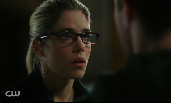 Felicity Smoak wrong girl scene surprised pictures blonde glasses cute photos Arrow finale Emily Bett Rickards