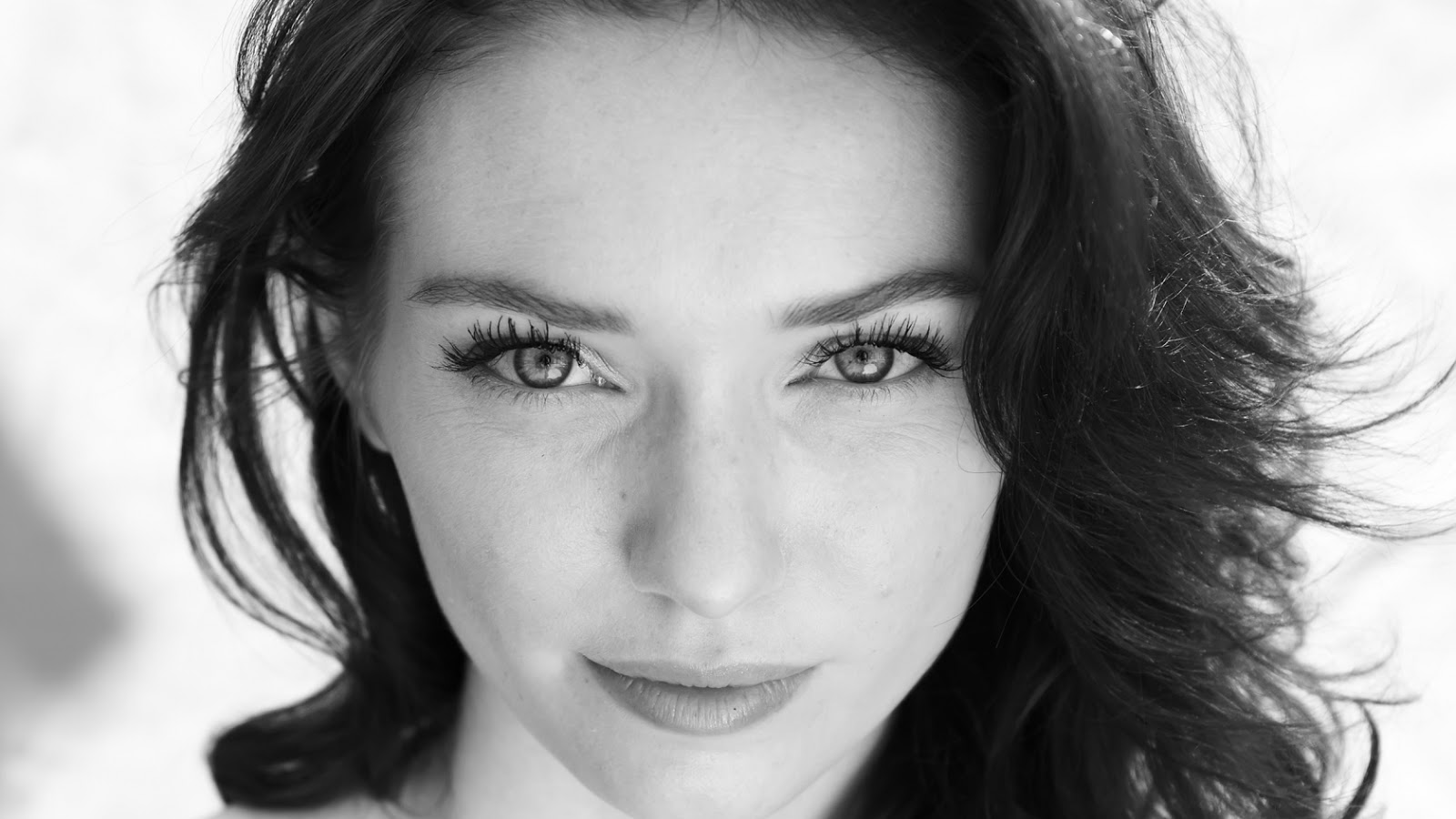 Poldark - Eleanor Tomlinson Cast Opposite Aiden Turner - Press Release