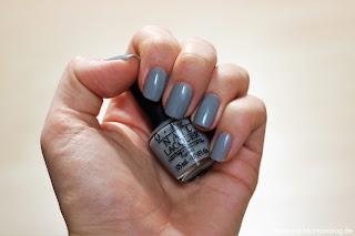OPI Fifty Shades of Grey - Nagellack-Box Tragebild - www.annitschkasblog.de