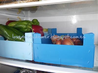 Cajas de fresas pintadas de colores
