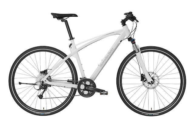 Mercedes-Benz Bikes 2013: Mercedes‑Benz Fitness Bike 29. White/silver. Exclusive Mercedes-Benz design. 29-inch wheels (73.7 cm). Frame height: M (49 cm), L (52 cm), XL (55 cm).