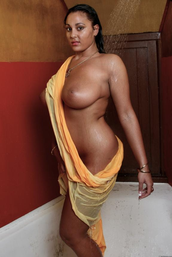 busty desi aunty's topless bath