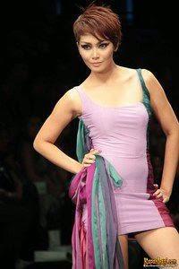 Model Rambut Fenita Arie Badan Langsing
