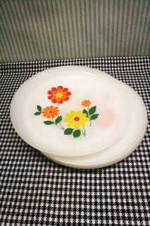 Assiettes plates Arcopal - Fleurs aux couleurs pop seventies !