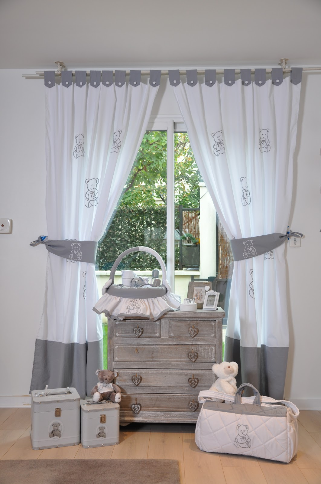 Collection mon ami l 39 ourson gris notre boutique en ligne est disponible for Petit rideau gris