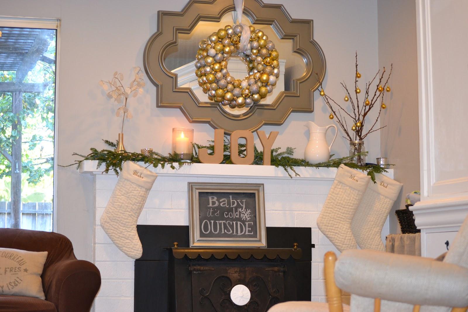 Money Hip Mamas DIY Christmas Ornament Ball Wreath Tutorial