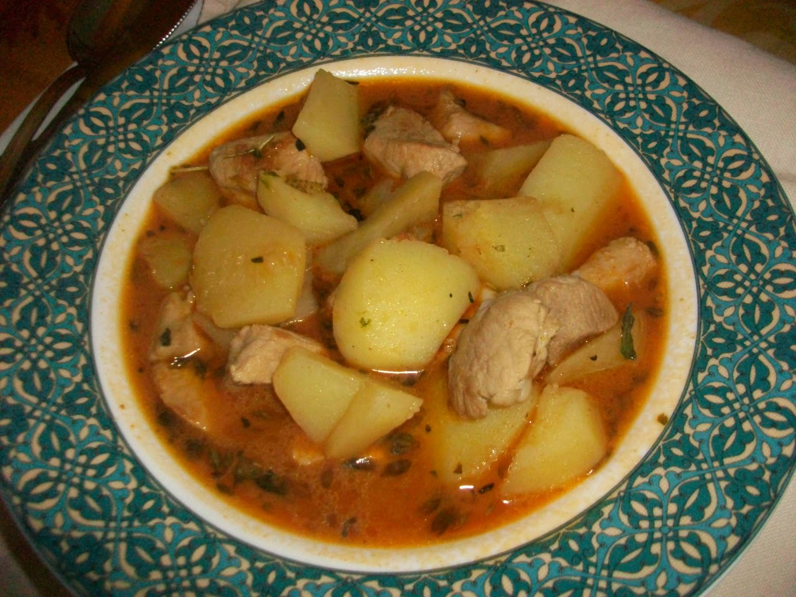 aprendiendo a cocinar guiso de patatas adobadas con carne