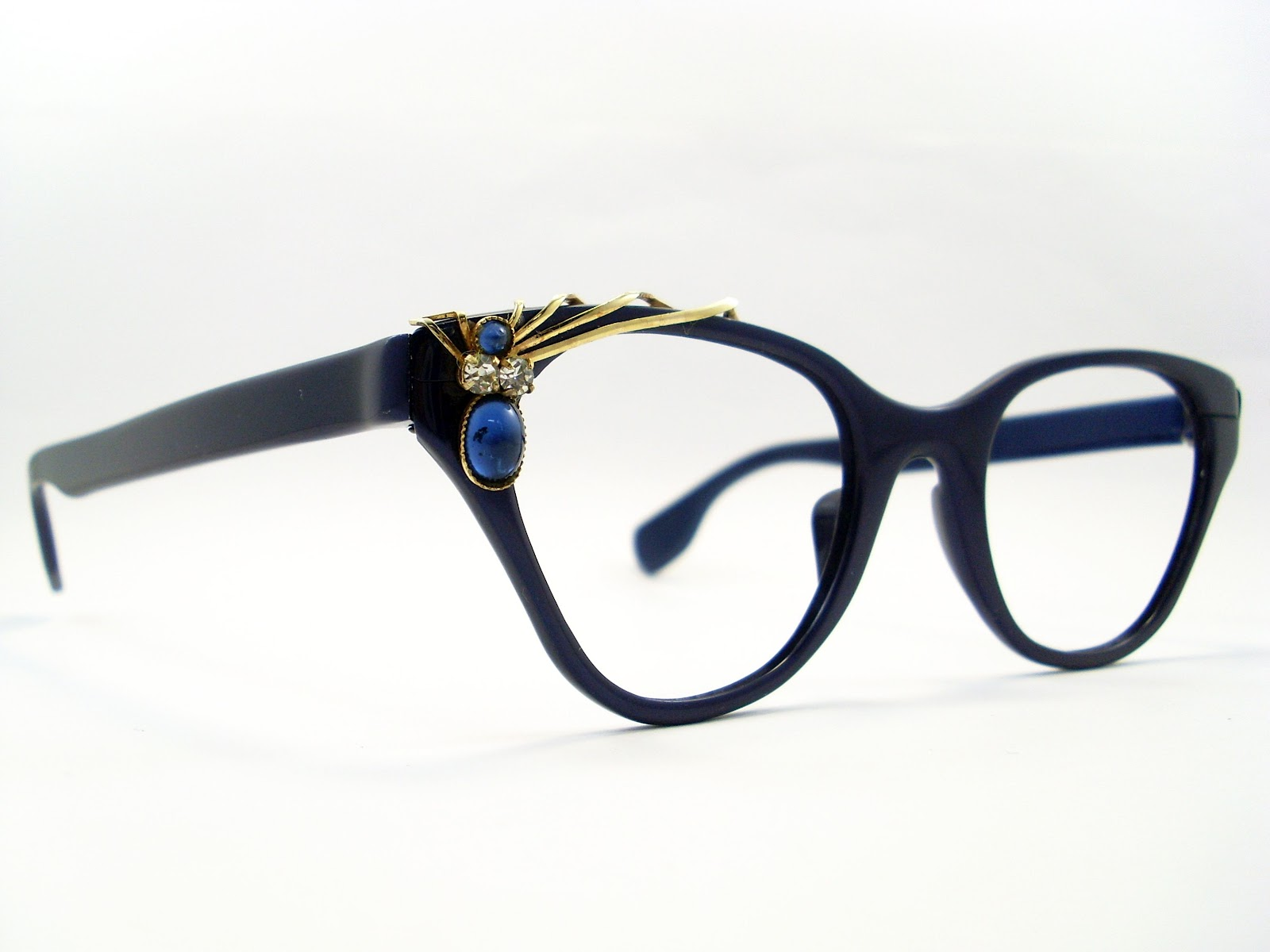 vintage cat eye glasses in excellent vintage condition