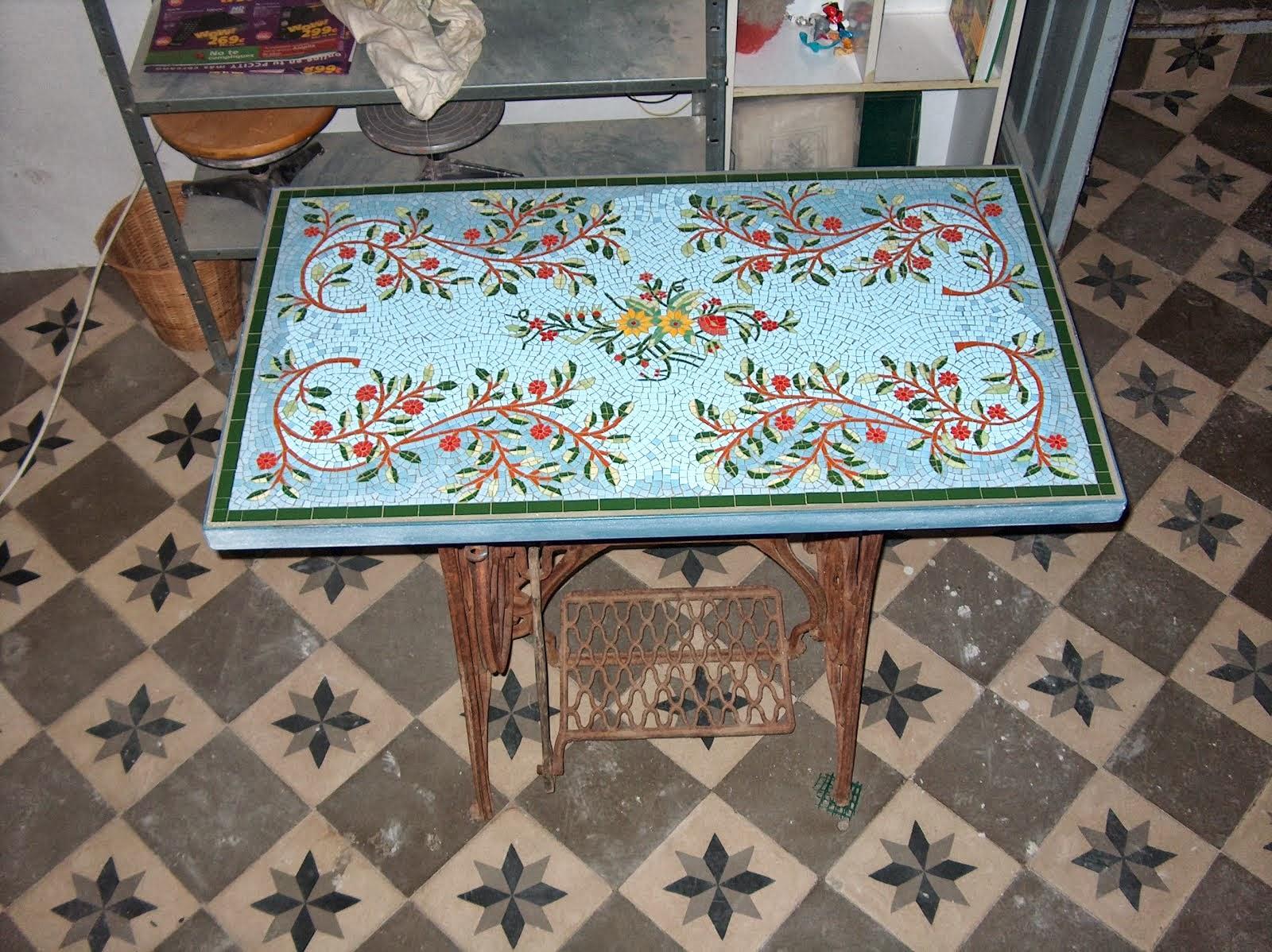 Tapa de Mesa con Mosaico,  para una mesa de coser antigua.