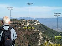 Vistes cap al nord amb el Puig Cubell i el Puigsacalm