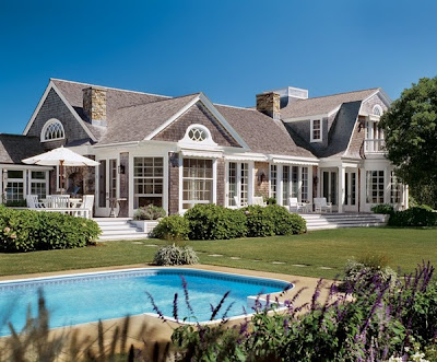 Coastal style summer at the hamptons for Hampton style beach house plans