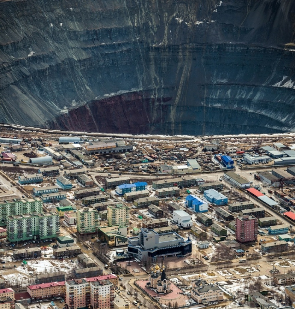 The 100 best photographs ever taken without photoshop - That's how they mine diamonds. Mirny, Yakutia, Russia