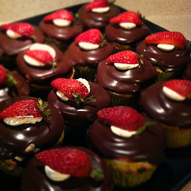 Mama Ozzy's Table: Strawberry Surprise Cupcakes