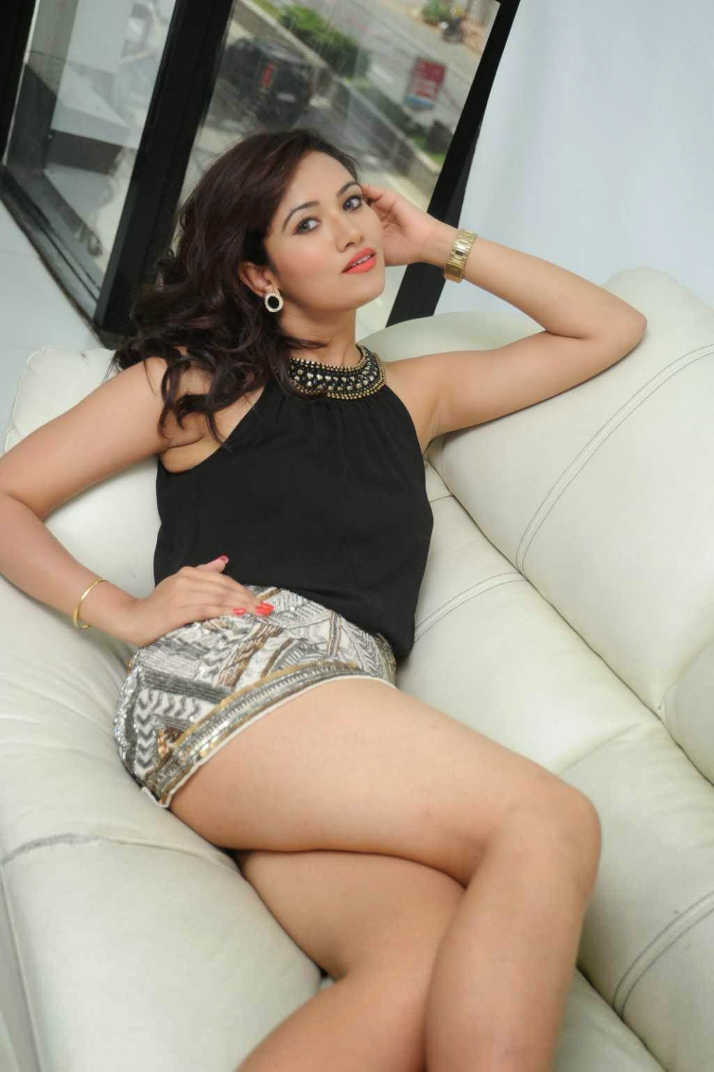 Preeti-Rana-sexy-thighs-photos-2