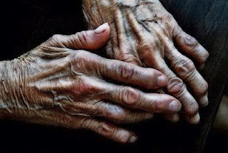 wrinkled hands of a mother
