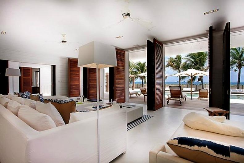 Modern coastal livng room with white slipcover sofas