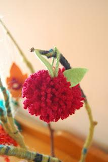 how to make a pom pom with yarn 12