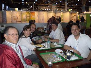 APIMONDIA 2011. El equipo de APIPUZZLE junto al Maestro Téxon