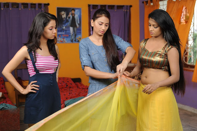 sexy girls navel show in saree images