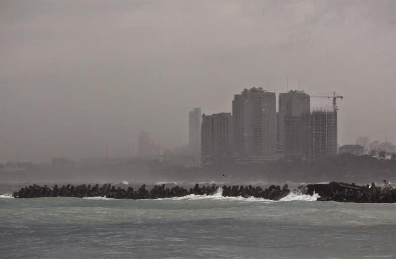 Las condiciones del tiempo sobre el territorio seguirán bajo la incidencia de los campos nubosos del ahora huracán Cristóbal que aún se mantienen sobre el país, provocando aguaceros dispersos con tronadas y posibles ráfagas de viento, según la Oficina Nacional de Meteorología (Onamet).