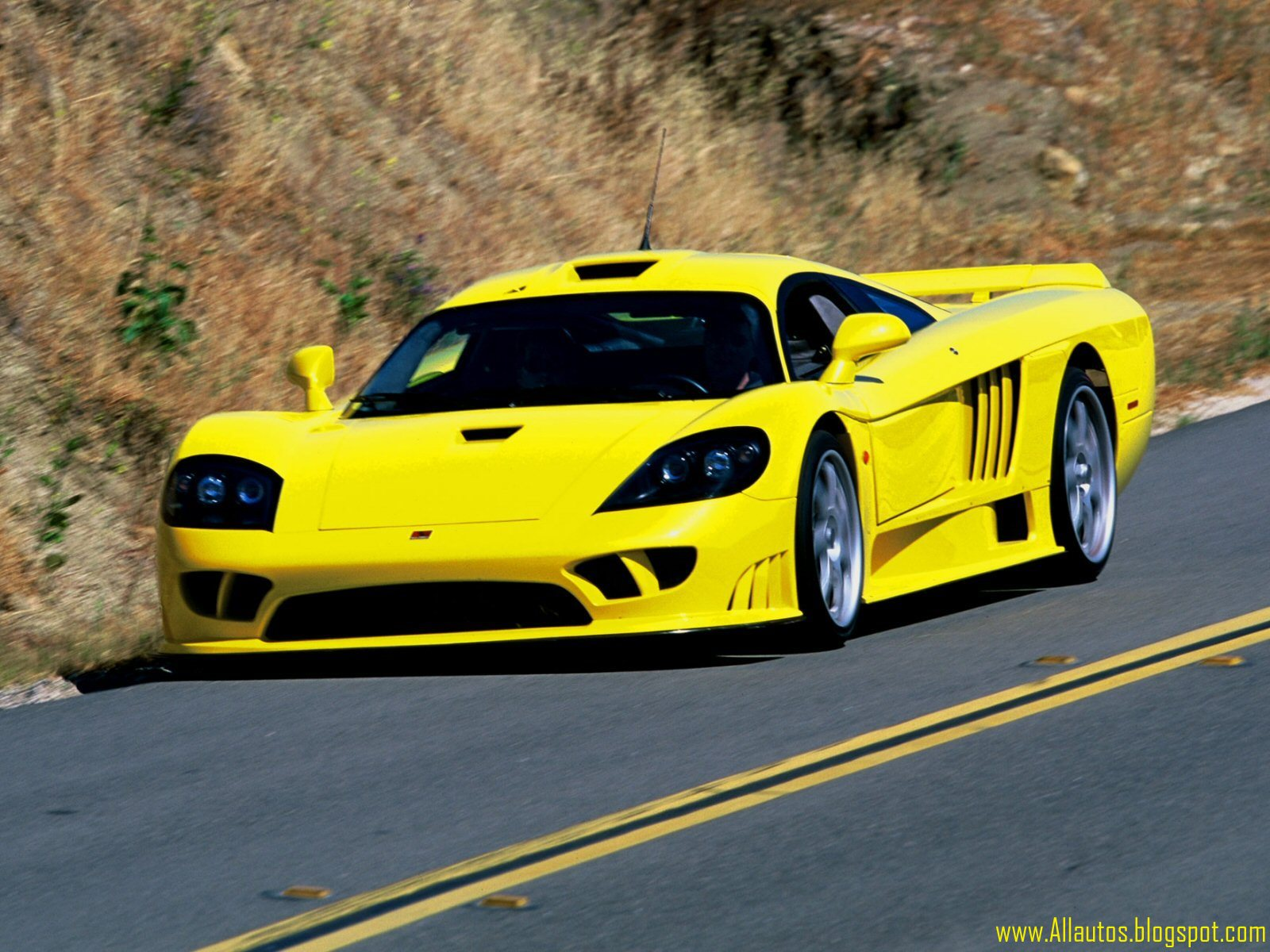 autos comparison between saleen s7 and saleen s7 tt. Black Bedroom Furniture Sets. Home Design Ideas