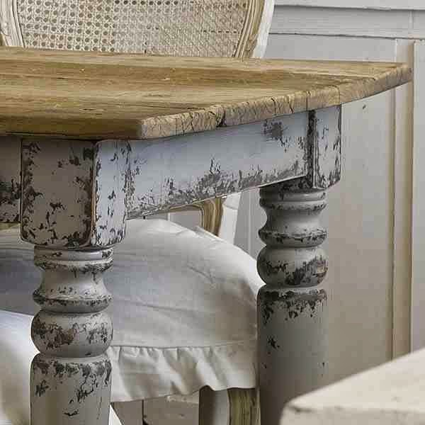 Stół drewniany rustykalny z tłoczonymi nogami przecieranymi na niebiesko vintage