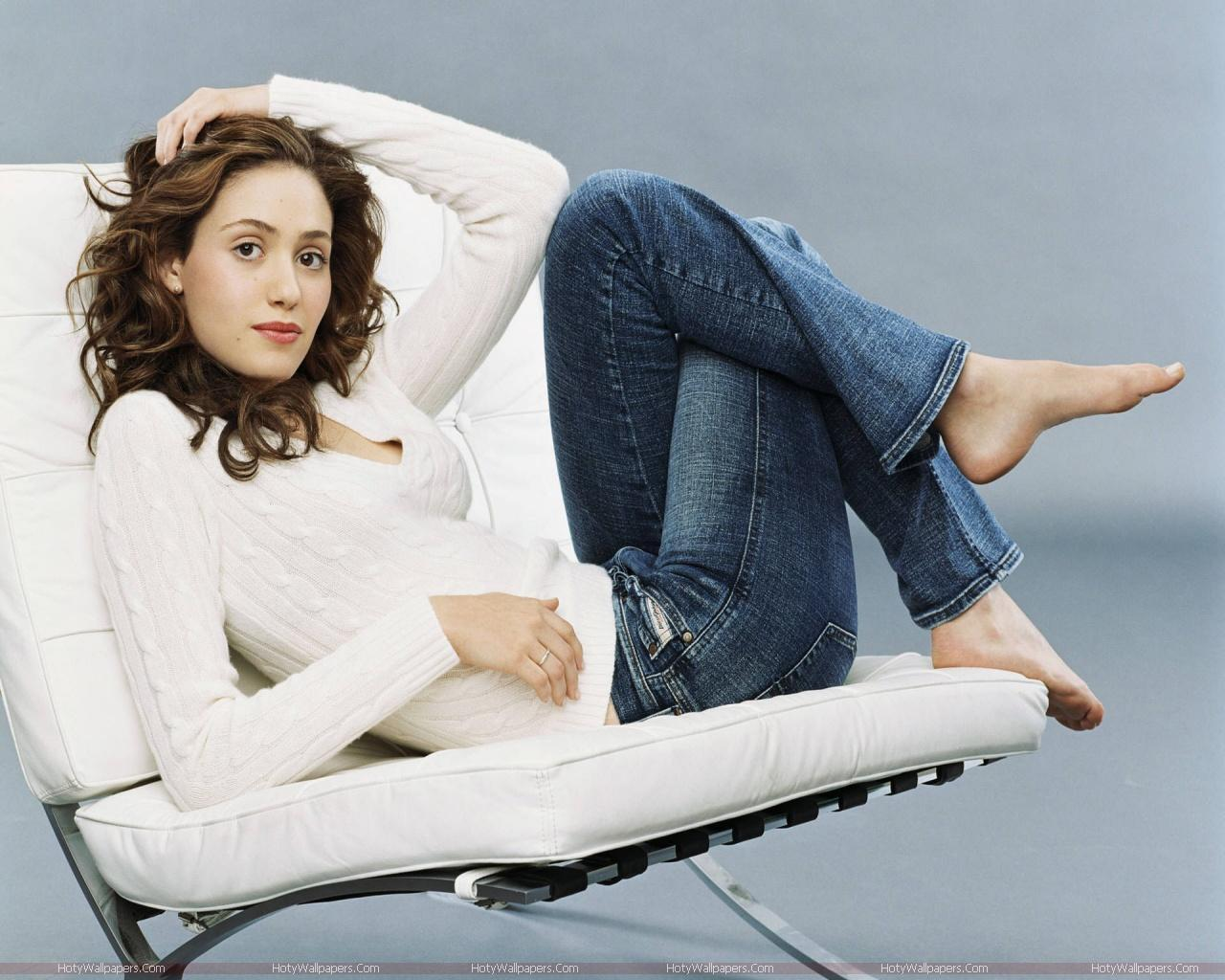 http://3.bp.blogspot.com/-tUPVenVFauw/TlYbbSfpqTI/AAAAAAAAJsI/HzpQydmgrXo/s1600/hollywood_actress-Emmy-Rossum-wide-wallpaper.jpg