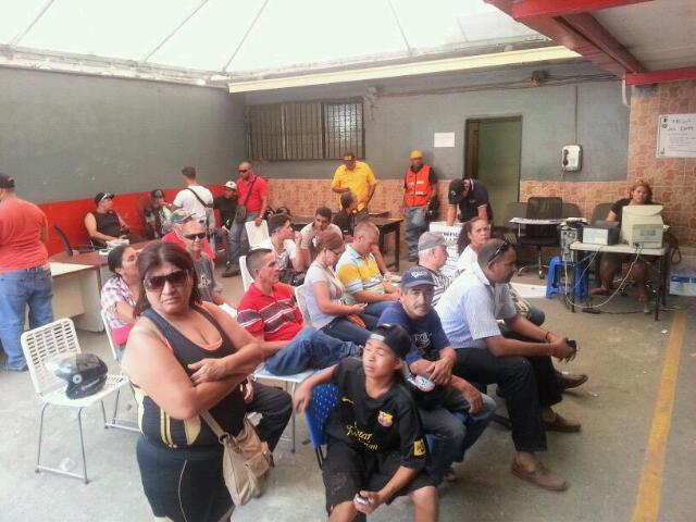 Caricuao foto historia intt amplia horario de trabajo en for Horario de oficina de empleo