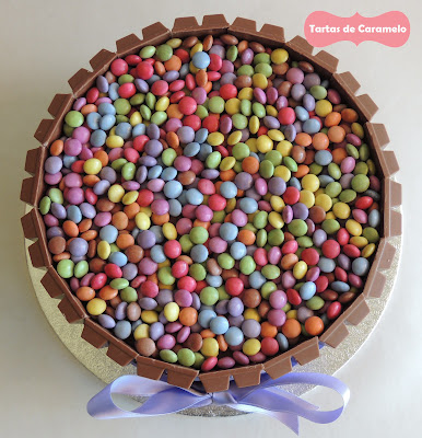 Tarta de smarties y kitkat: vista desde arriba