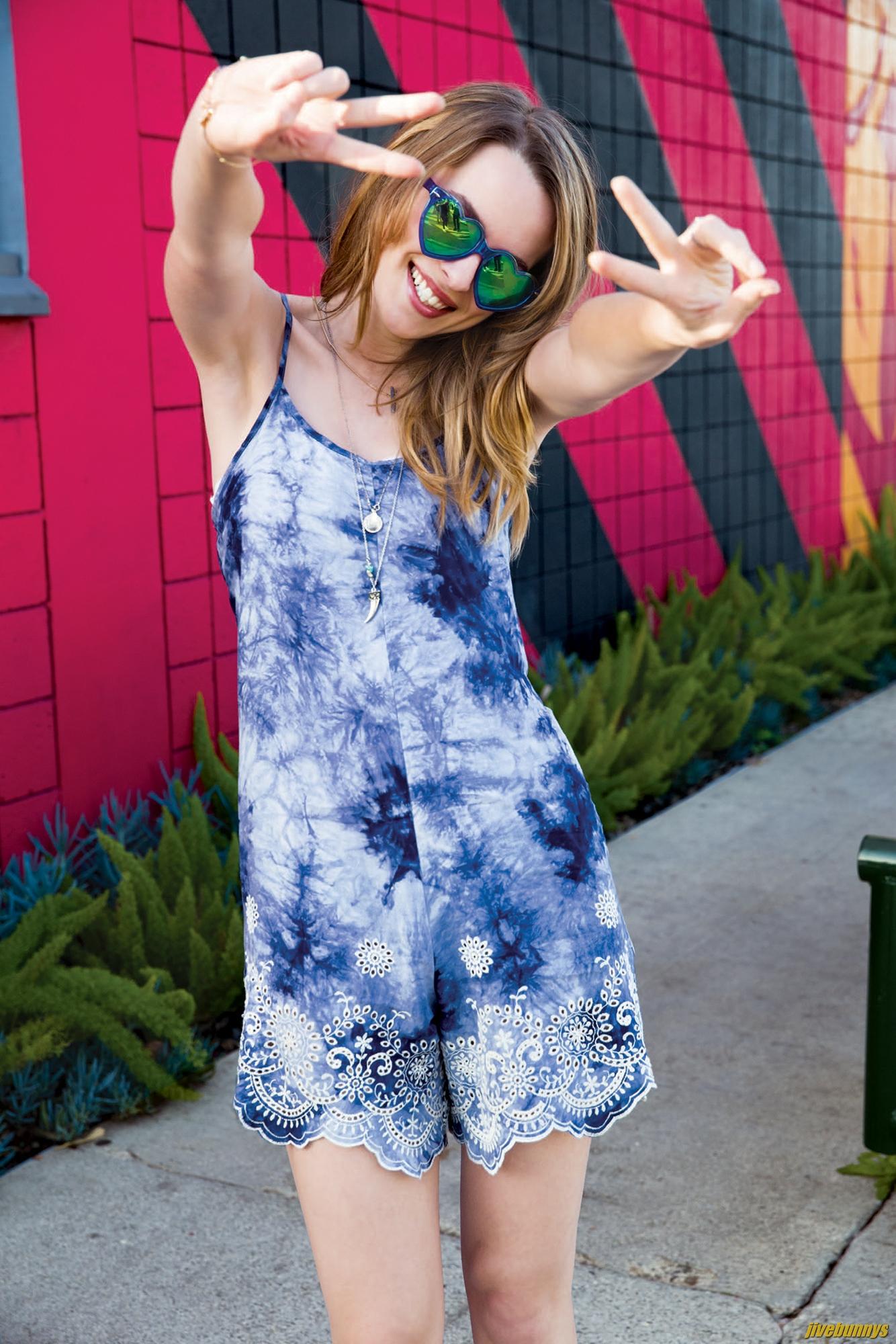 Jivebunnys Female Celebrity Picture Gallery: Bridgit ... Jessica Alba Instagram