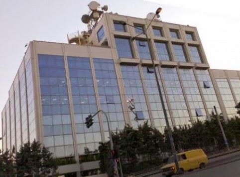 Στριμωγμένοι στο ισόγειο του ΣΚΑΙ οι δημοσιογράφοι λόγω ΟΤΕ TV
