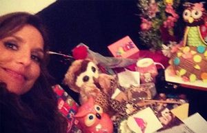 Prestes a completar 41 anos, Ivete mostra presentes que ganhou de fãs
