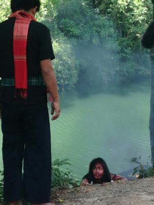 Pelakon Elfira Loy cedera parah kemalangan, kereta terjunam ke sungai