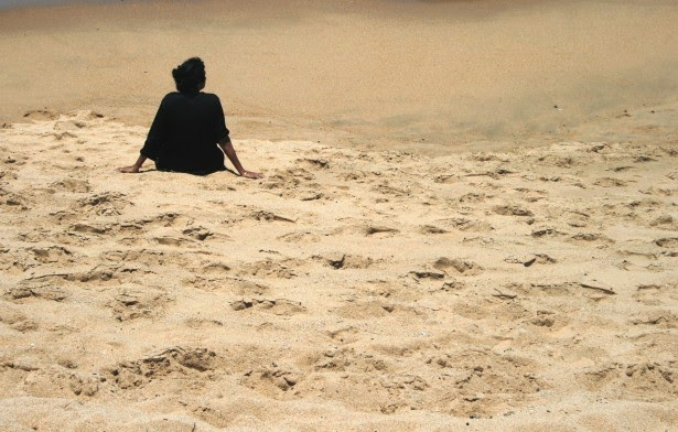 http://www.publicdomainpictures.net/view-image.php?image=66377&picture=single-figure-on-the-beach