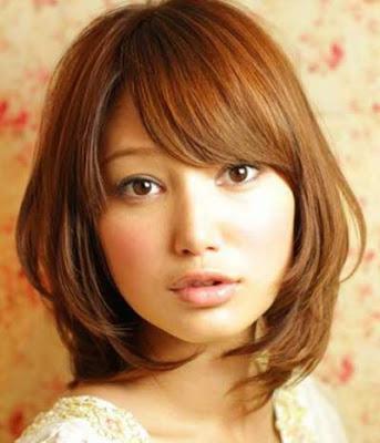 Model potongan rambut long bob berponi wanita jepang