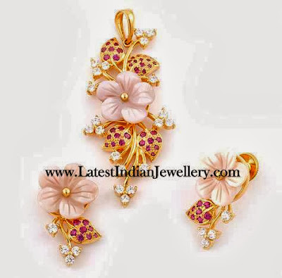 Floral Gold Pendant Set