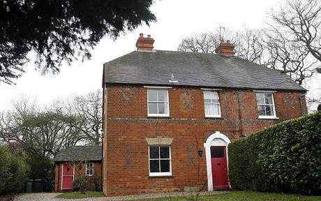 Picture Bugs Kate Middleton 39 S Childhood Home Sold At Auction
