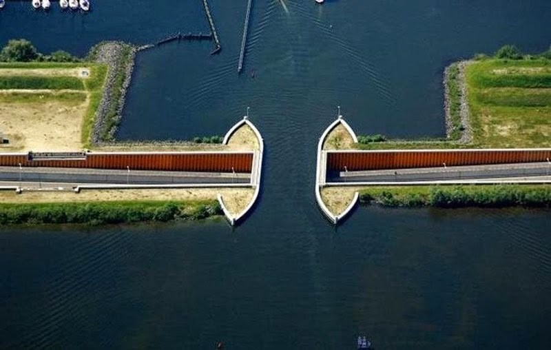 Drive Under the water | Aqueduct Veluwemeer in Netherlands