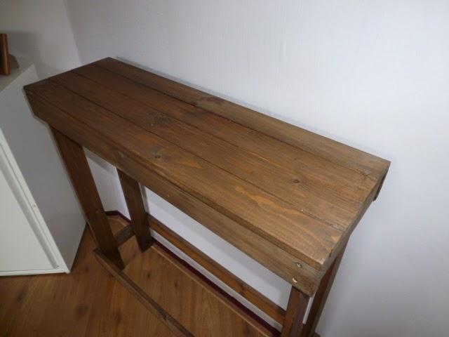 Creatief hergebruiken recycle als hobby gemaakt van recycle hout een muurtafel gemaakt - Keukenmeubelen hout recyclen ...